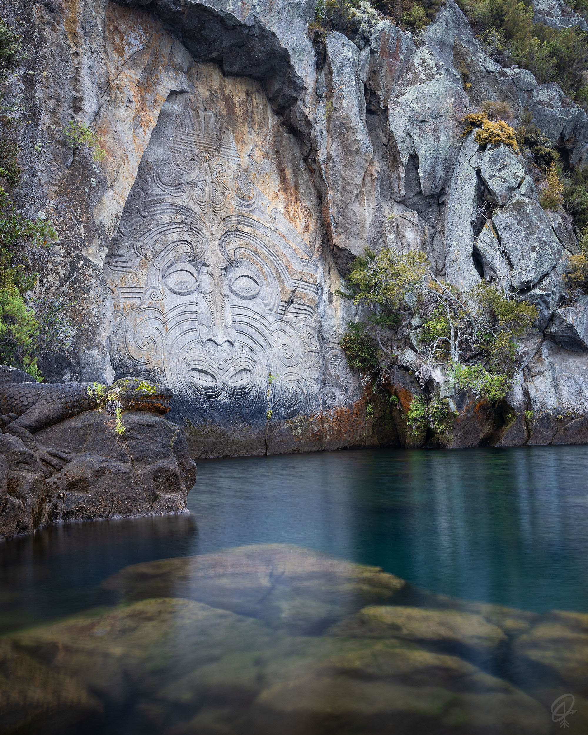 maori carvings on the cliff