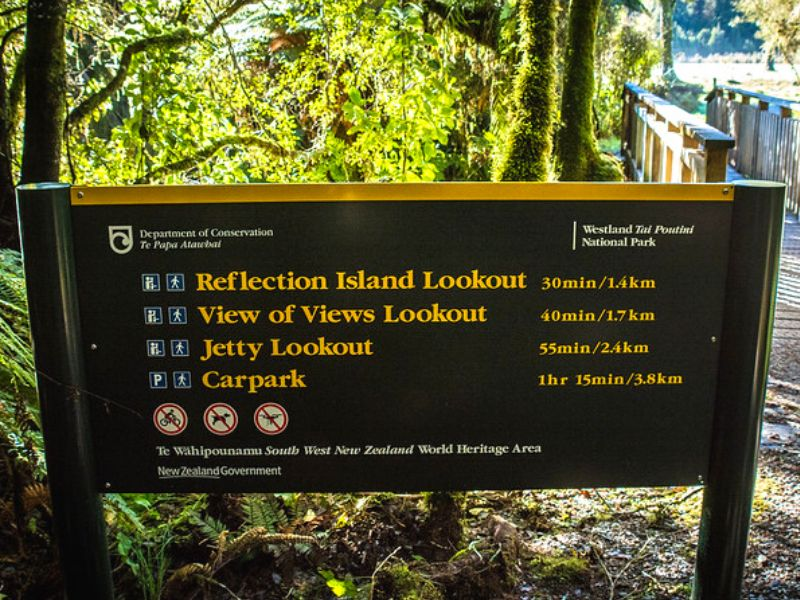 Lake Matheson information board and walk distances